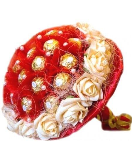 Букет из конфет  Красный с розами
