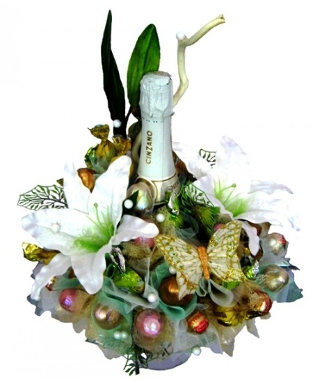 Букет из конфет  Белые лилии