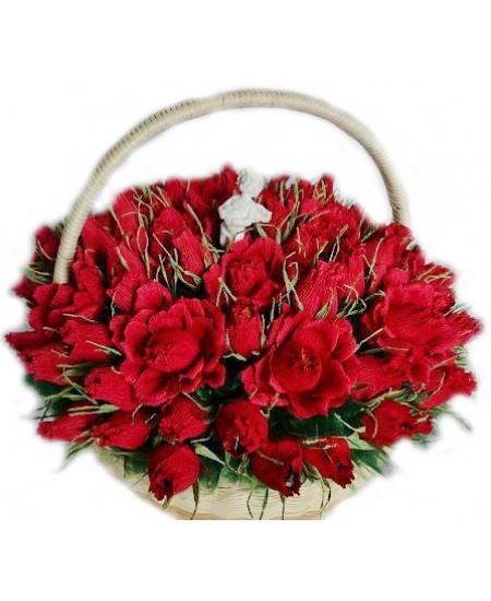 Букет из конфет  Корзина с розами