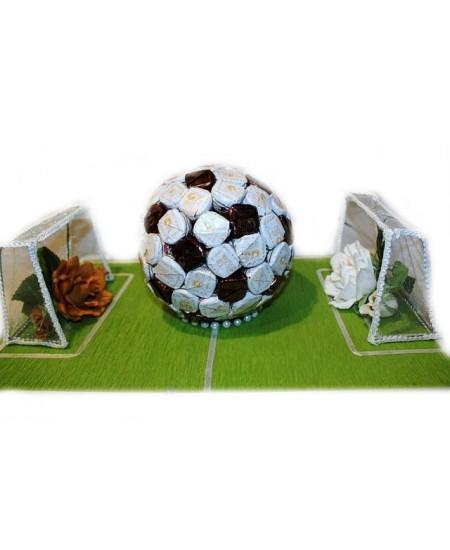 Букет из конфет  Футбольное поле