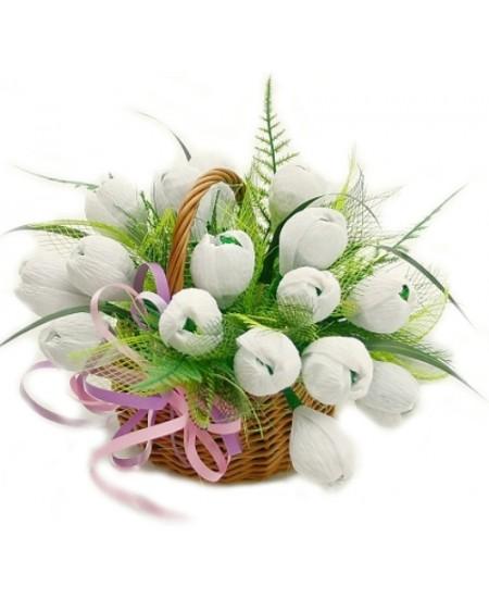 Букет из конфет  Первые цветы - Срочная Доставка в Москве