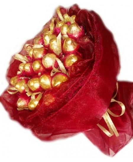 Букет из конфет  Рубиновый блеск